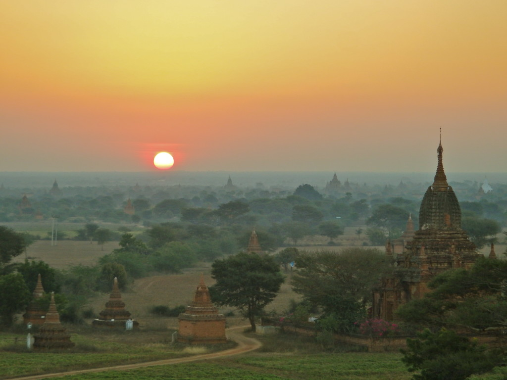 what to see in Bagan, Burma Myanmar visit temples of bagan what is there to see in burma?
