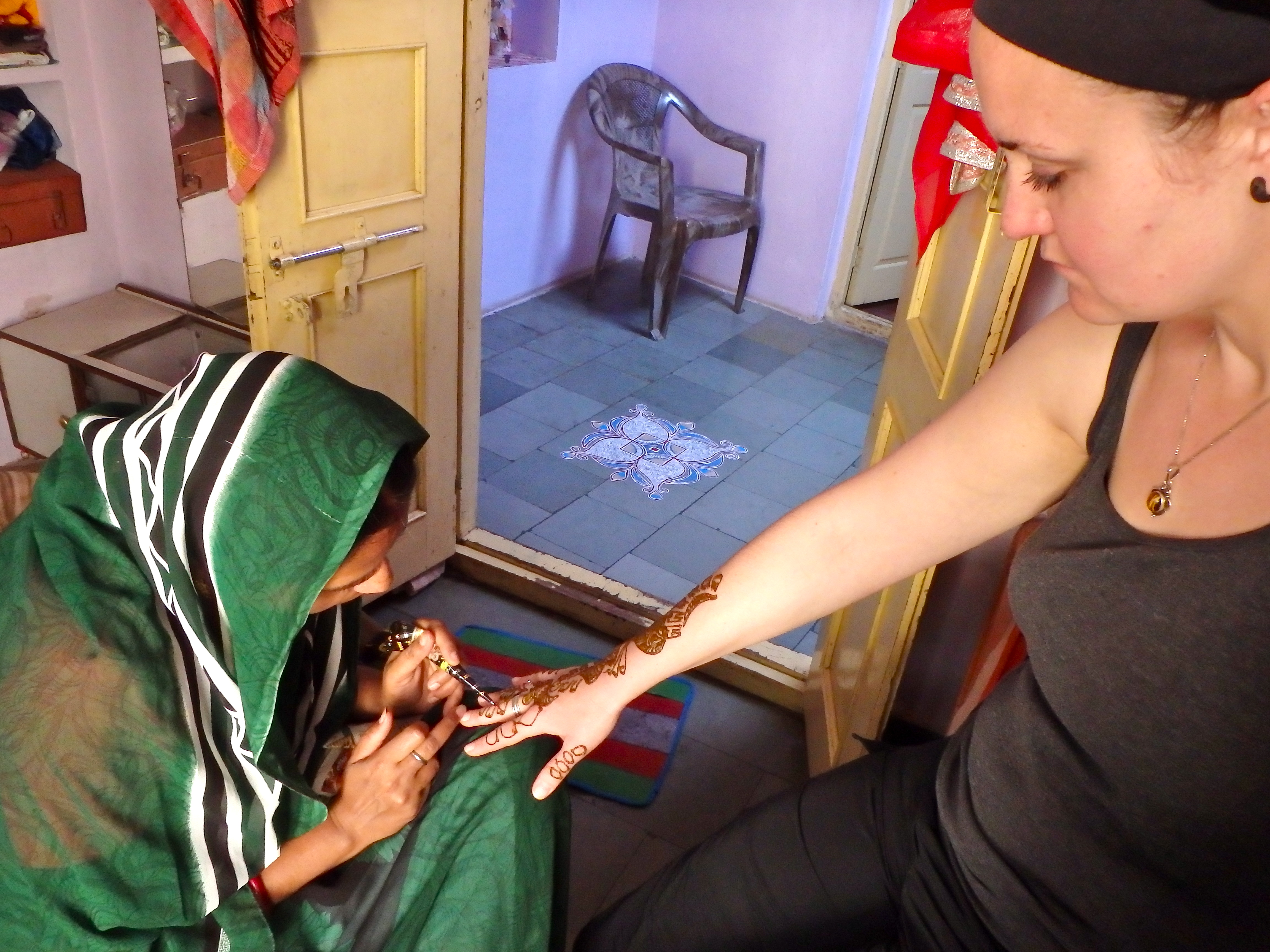 getting henna in india where to get henna in pushkar best things for tourists to do in pushkar