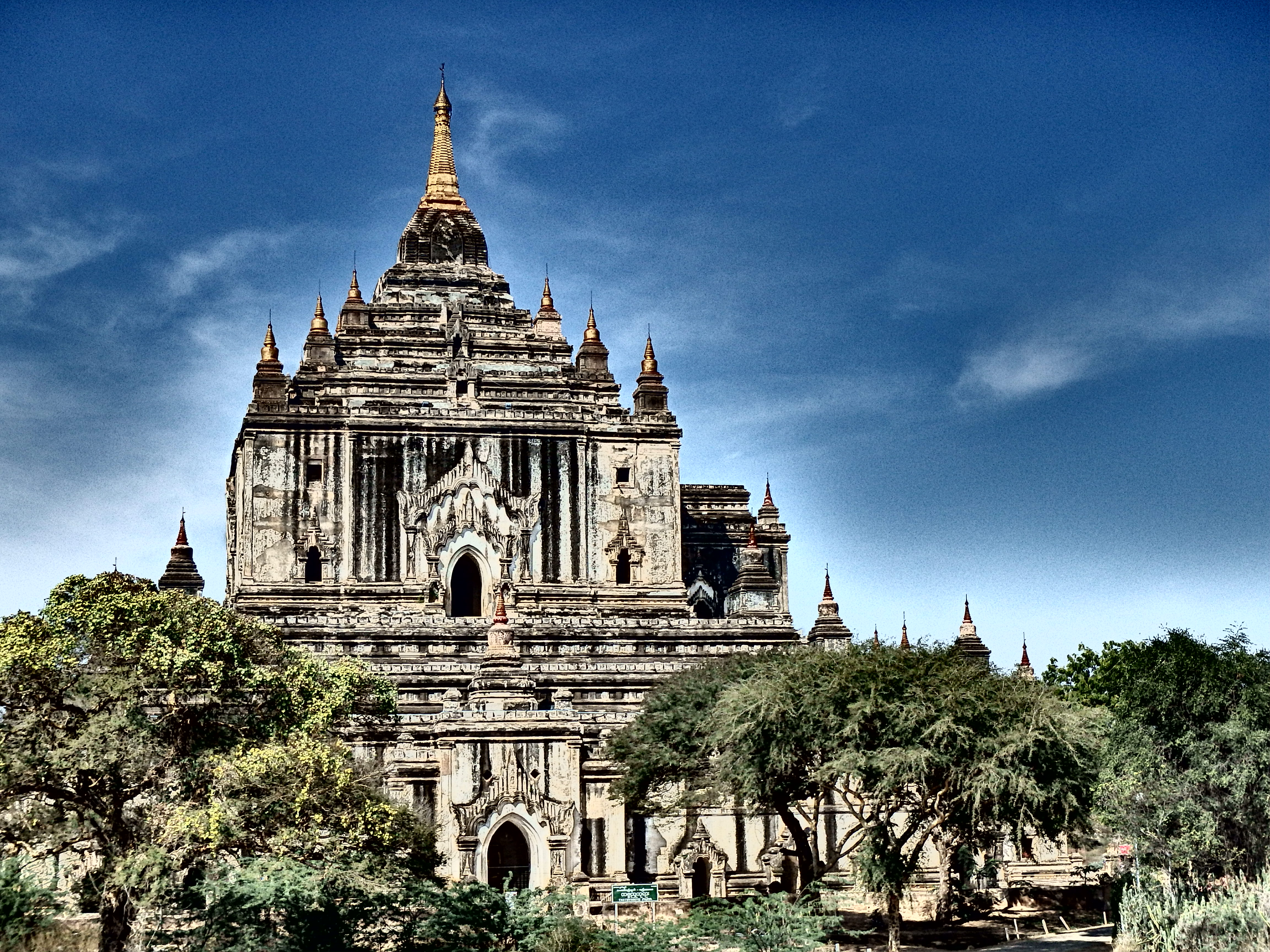What to Do in Bagan Burma - A Hot Air Balloon and a Boat