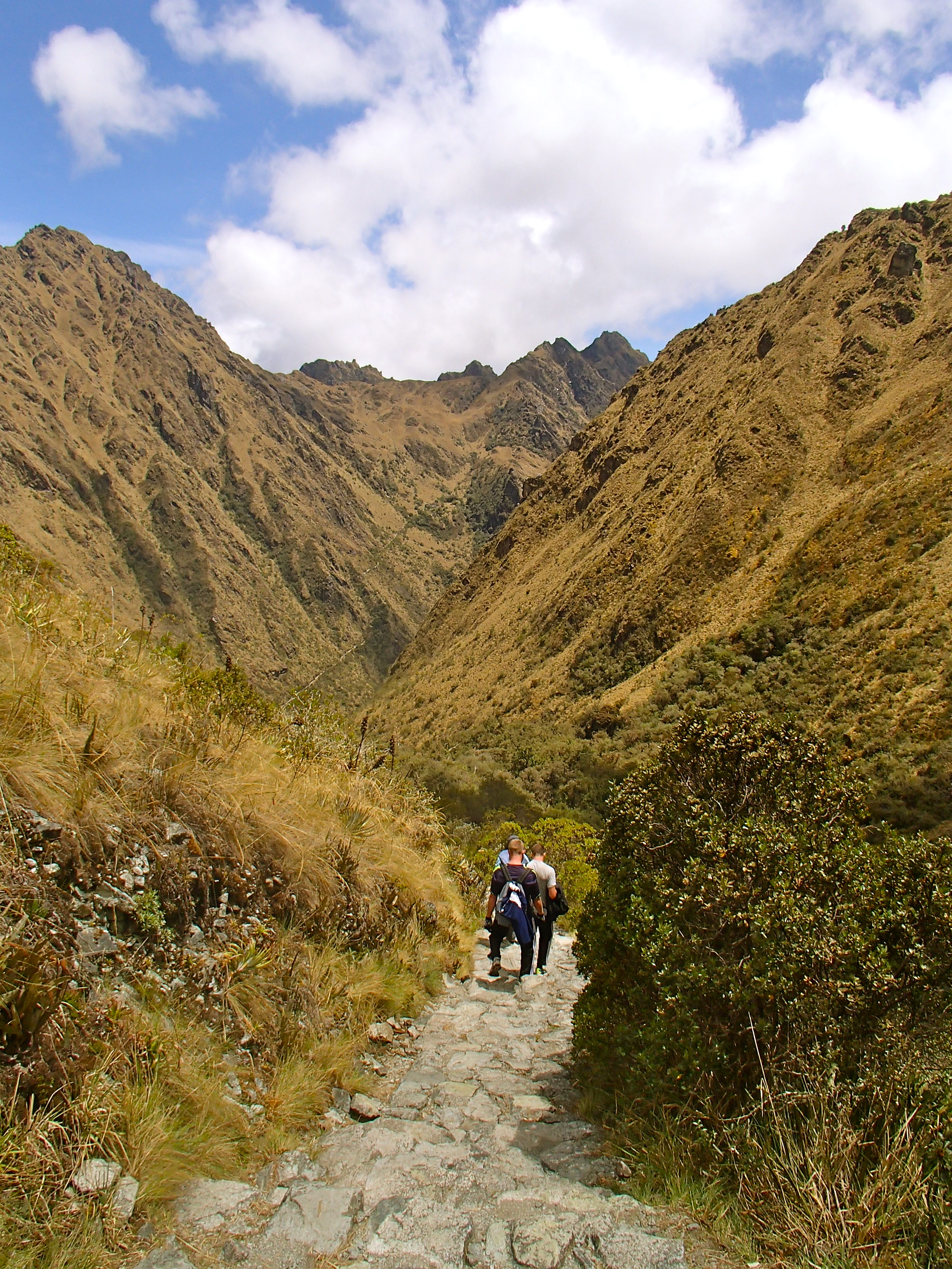 trekking the inca trail from cusco to machu picchu