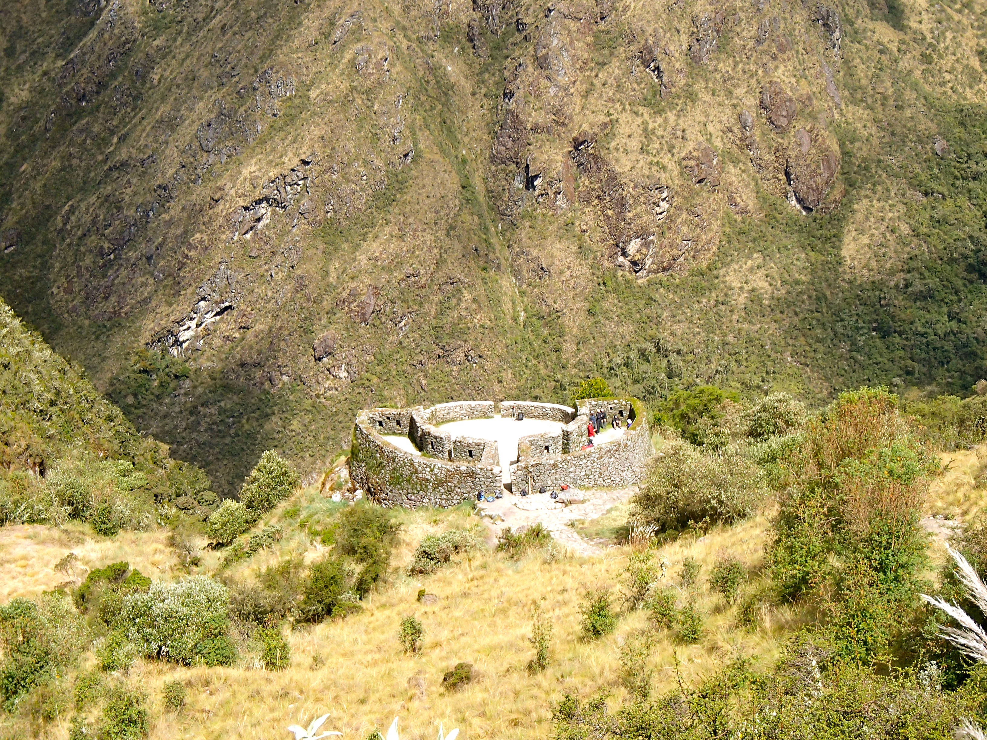 How do you hike to machu picchu in peru?