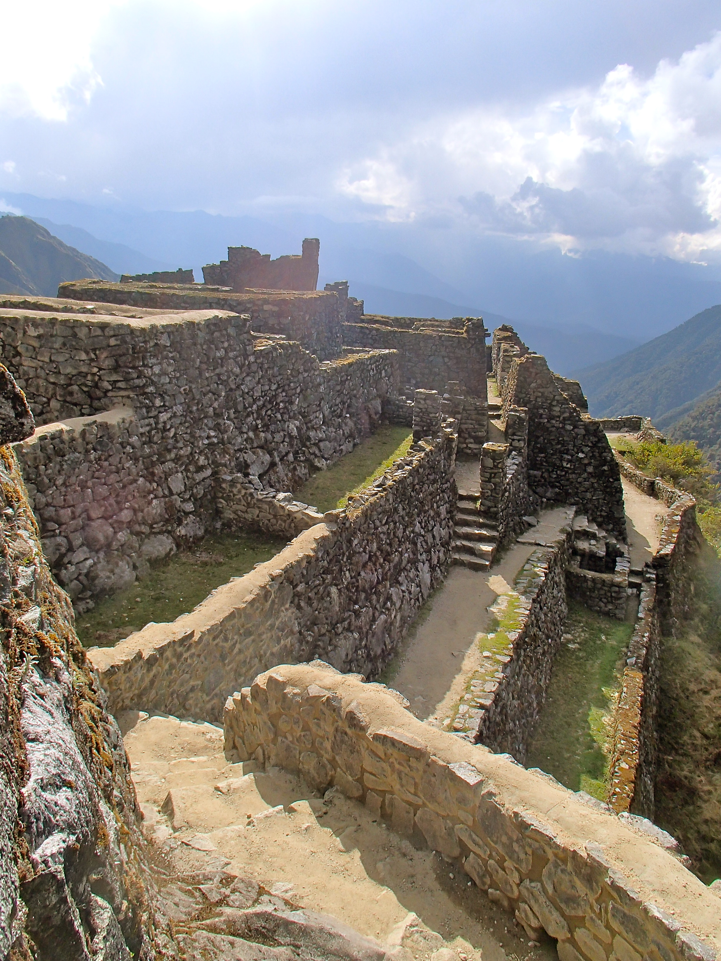 walking to machu picchu in peru how to get to machu picchu