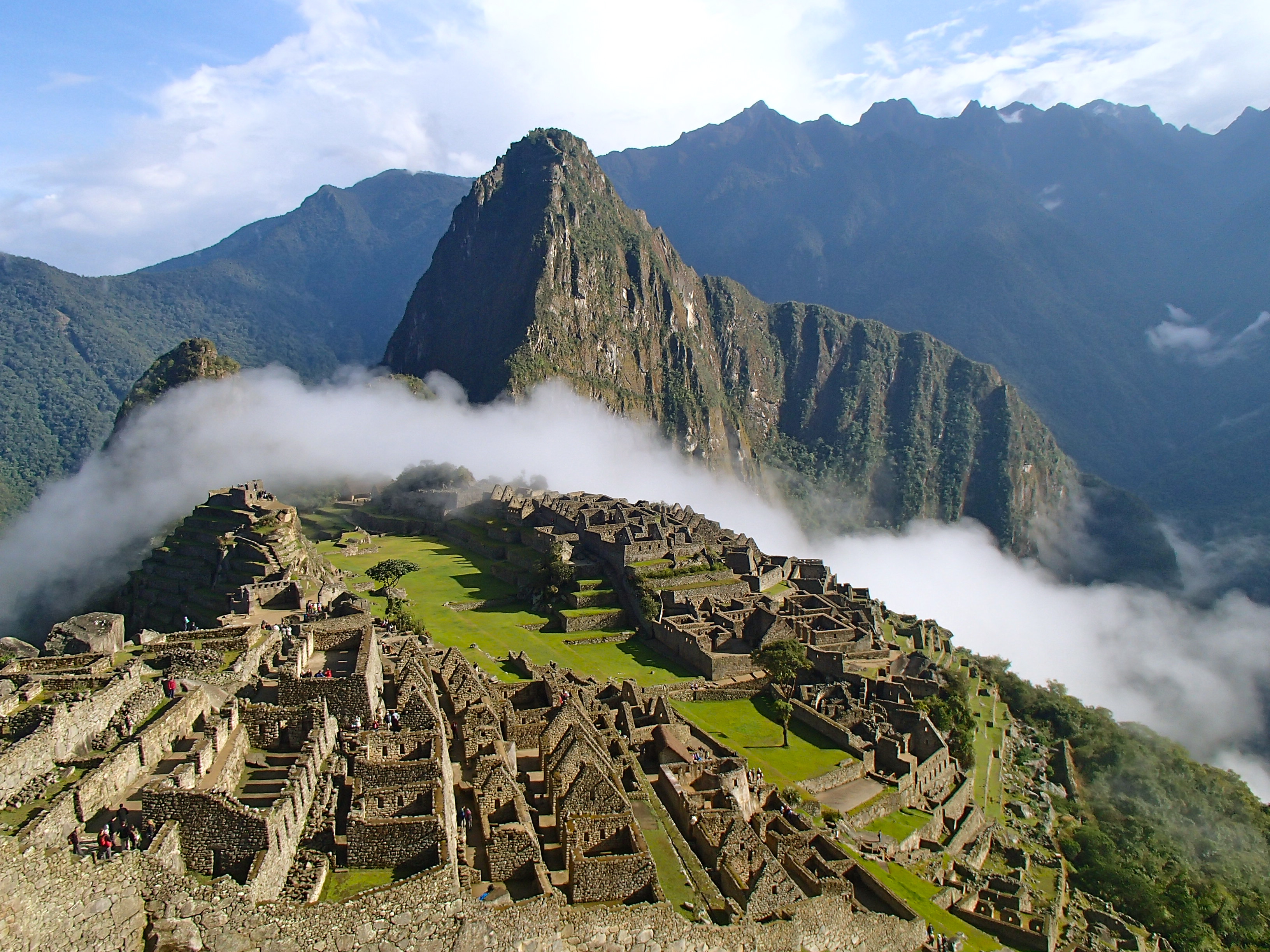 hiking the 4 day inca trail to machu piccu peru treks best trails in peru santa cruz trek inca trail tours