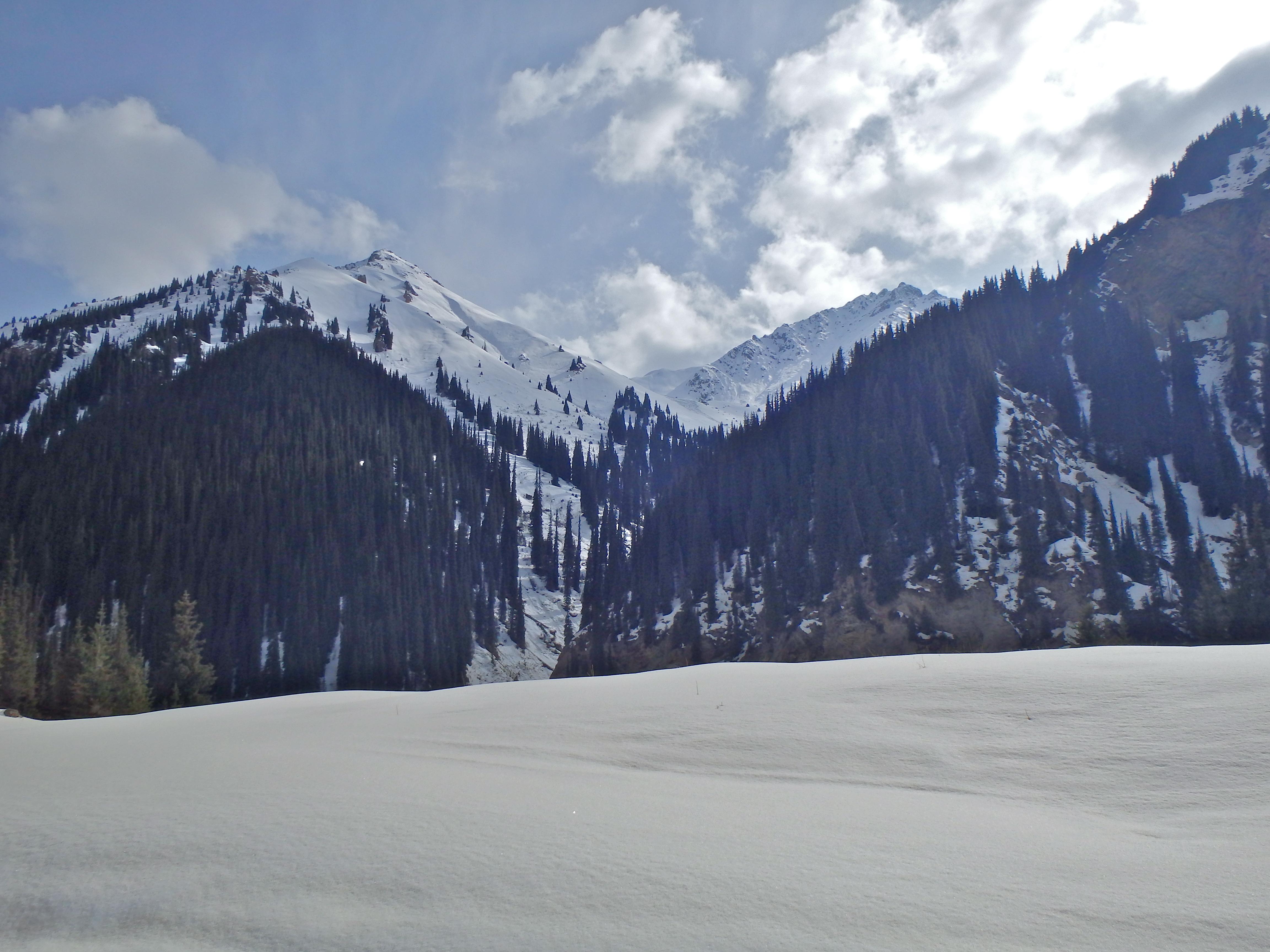 best hikes in Kyrgyzstan, altyn arashan Kyrgyzstan, kyrgyzstan travel blog